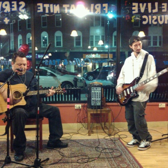 Foto tirada no(a) Dedham Square Coffeehouse por Jim G. em 2/8/2013