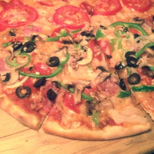 3/15/2015 tarihinde Georgina B.ziyaretçi tarafından Flippin' Pizza'de çekilen fotoğraf