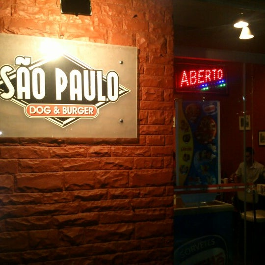 Снимок сделан в São Paulo Dog & Burger пользователем Carlos M. 10/16/2012