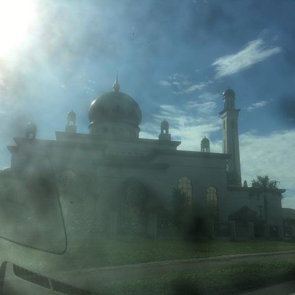 9/15/2017 tarihinde JKziyaretçi tarafından Masjid Al-Ameerah Al-Hajjah Maryam, Kg Jerudong'de çekilen fotoğraf