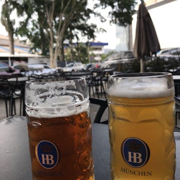 Lugar sensacional, excelente rock and roll tocando e vasta carta de cervejas e chopps. Contudo os chopp Dama Ipa,Dortmund Pilsen estavam R$20 (500ml) um pouco caro, mas no geral vale a experiência.