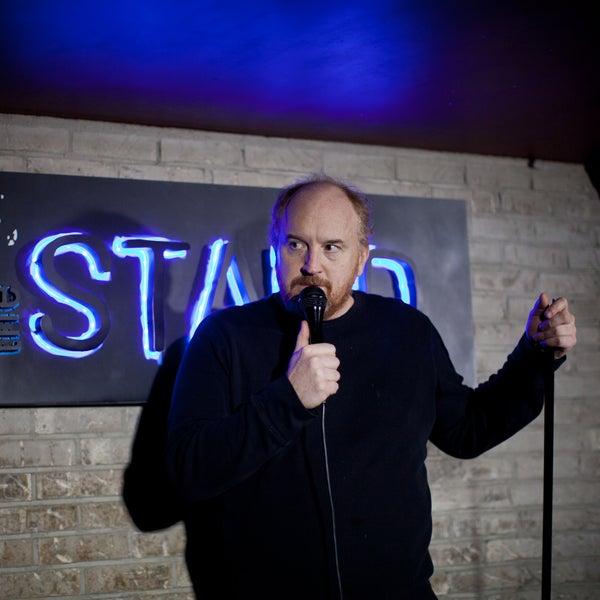 รูปภาพถ่ายที่ The Stand Restaurant & Comedy Club โดย The Stand Restaurant & Comedy Club เมื่อ 10/4/2015