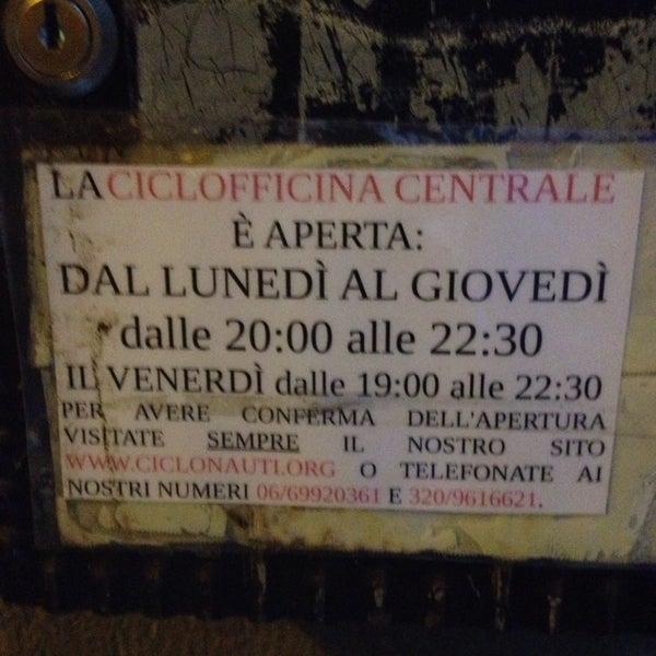 รูปภาพถ่ายที่ Ciclofficina Centrale Associazione Ciclonauti โดย Arcade E. เมื่อ 2/26/2014