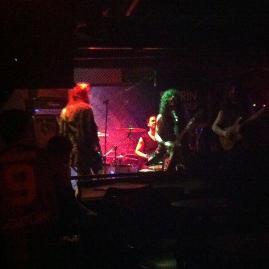 12/16/2012 tarihinde Burcu Y.ziyaretçi tarafından Dorock Heavy Metal Club'de çekilen fotoğraf
