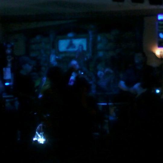 Foto scattata a The Old Triangle Irish Alehouse da Chris A. il 10/21/2012