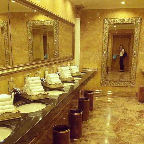 Foto scattata a Radisson Royal Hotel da shtention il 7/1/2013