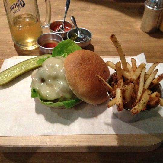 11/15/2012にDavid R.がSmokey's Burger Houseで撮った写真