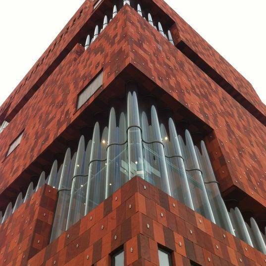 Foto tirada no(a) MAS | Museum aan de Stroom por Danny C. em 10/12/2012