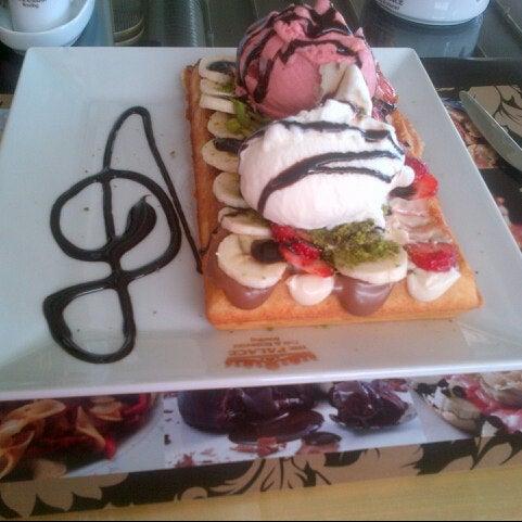 6/20/2013 tarihinde 👠📿ziyaretçi tarafından Palace Cafe Restaurant & Bowling'de çekilen fotoğraf