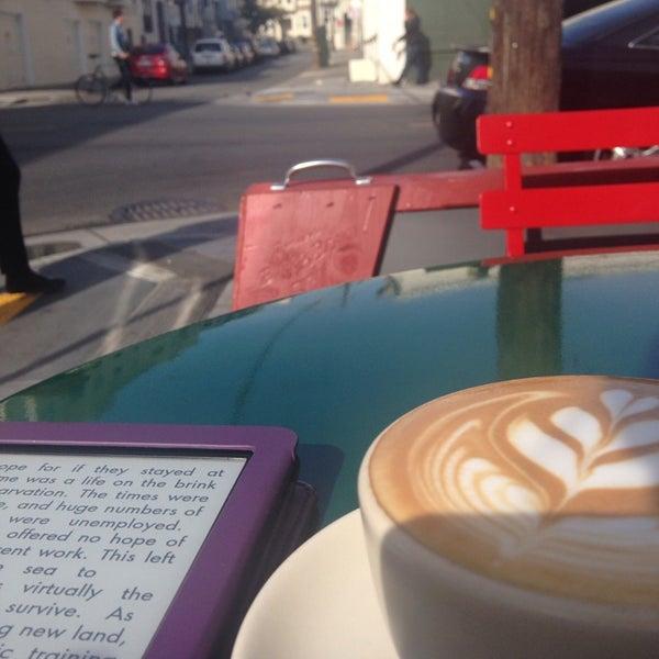 Photo prise au Linea Caffe par Marian E. le11/6/2013