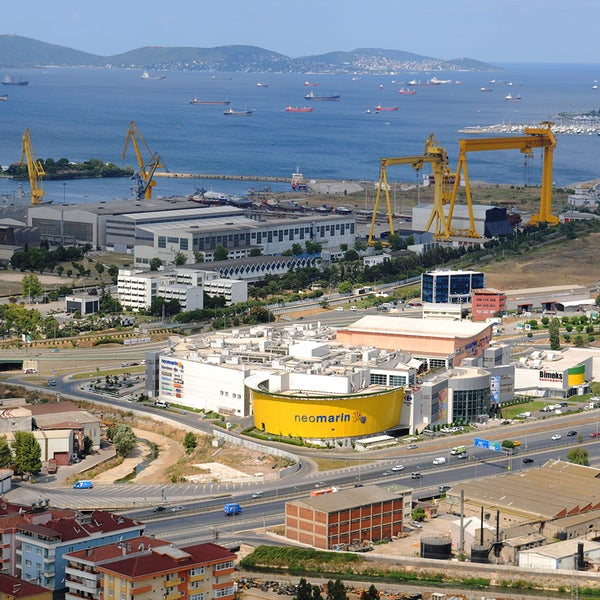 2009 yılı Nisan ayında Pendik Tersane Kavşağı mevkinde açılan Neomarin Alış Veriş Merkezini yılda ortalama 7 milyon tüketici ziyaret ediyor.