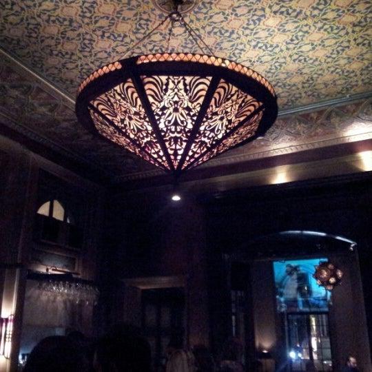 รูปภาพถ่ายที่ Zihni Bar โดย HaLiL G. เมื่อ 11/16/2012