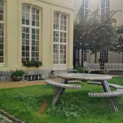 รูปภาพถ่ายที่ Design Museum Gent โดย Matthieu D. เมื่อ 9/28/2012