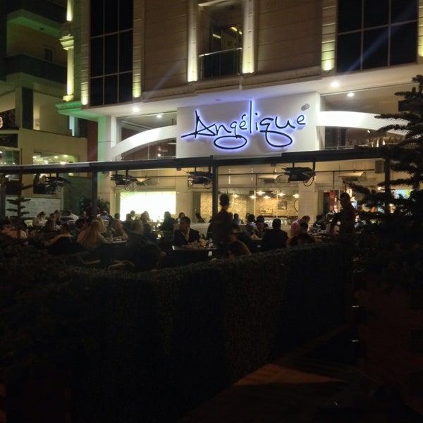 Foto tomada en Del Moon Coffee & Food & Hookah por Hakan A. el 10/1/2013
