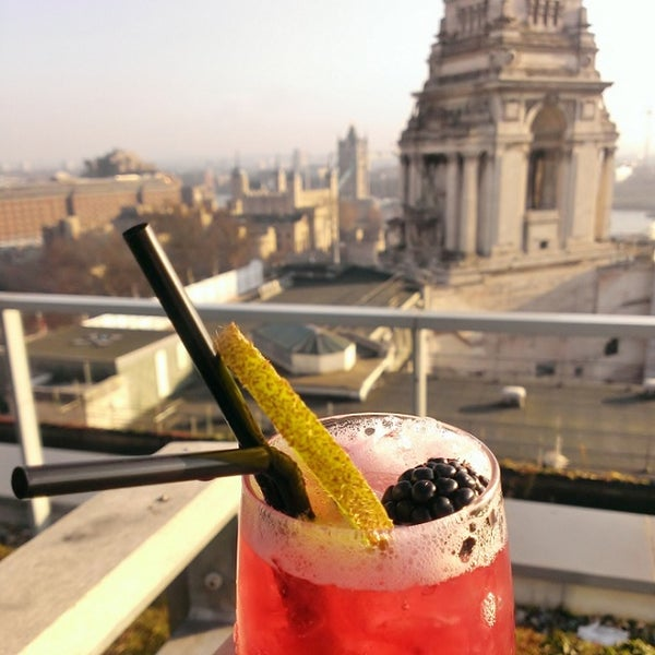 Pricey but delicious cocktails. Great views of Tower of London and the south from the north roof deck; and of the City from the south roof deck. Service is rather slow, but staffs are friendly.