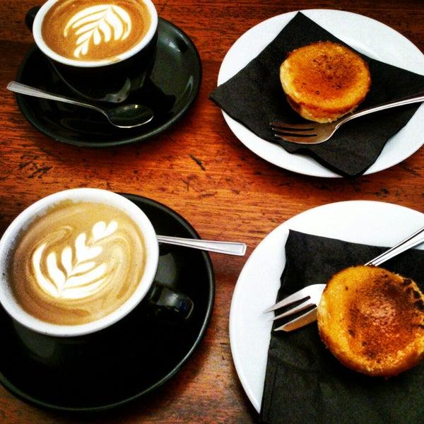 3/16/2013 tarihinde Jon C.ziyaretçi tarafından Kaffeine'de çekilen fotoğraf