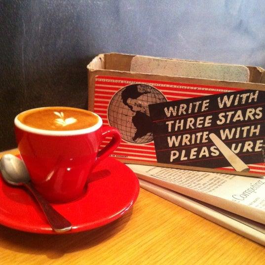 Foto tirada no(a) Ports Coffee & Tea Co. por Nikkitha em 10/11/2012