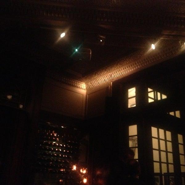 รูปภาพถ่ายที่ Zihni Bar โดย Evren T. เมื่อ 2/1/2013