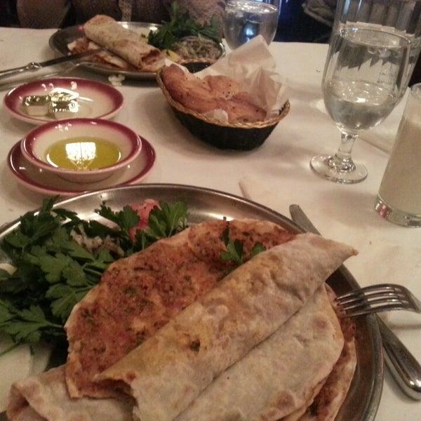 Das Foto wurde bei Taci's Beyti Restaurant von Sevda V. am 3/30/2013 aufgenommen