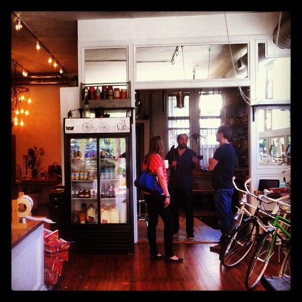 รูปภาพถ่ายที่ Heritage Bicycles โดย David เมื่อ 9/15/2012