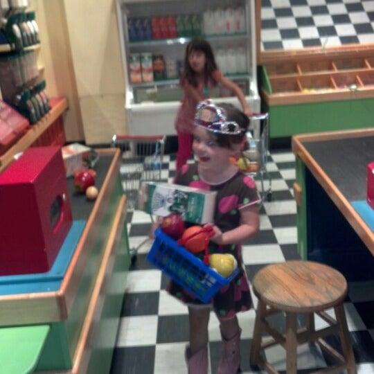 Снимок сделан в Minnesota Children's Museum пользователем Sweasil M. 9/29/2012