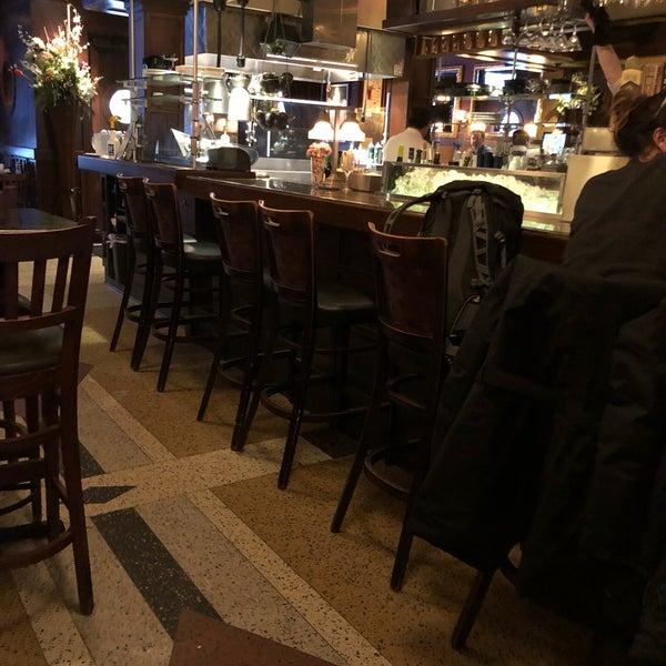 3/29/2018에 Eddie M.님이 Ike's Food & Cocktails에서 찍은 사진