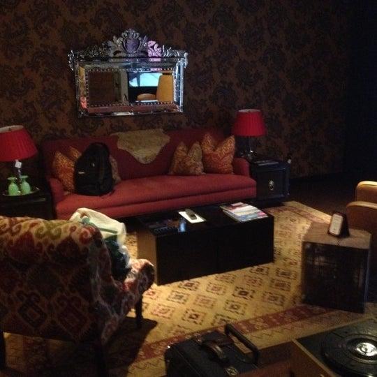 10/26/2012 tarihinde Elaine B.ziyaretçi tarafından The Redbury'de çekilen fotoğraf