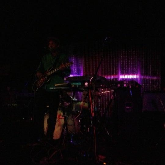 Foto tirada no(a) The Green Room por Risa . em 11/9/2012