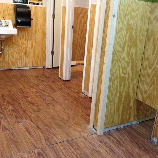 Foto tirada no(a) The Green Room por Risa . em 12/25/2012