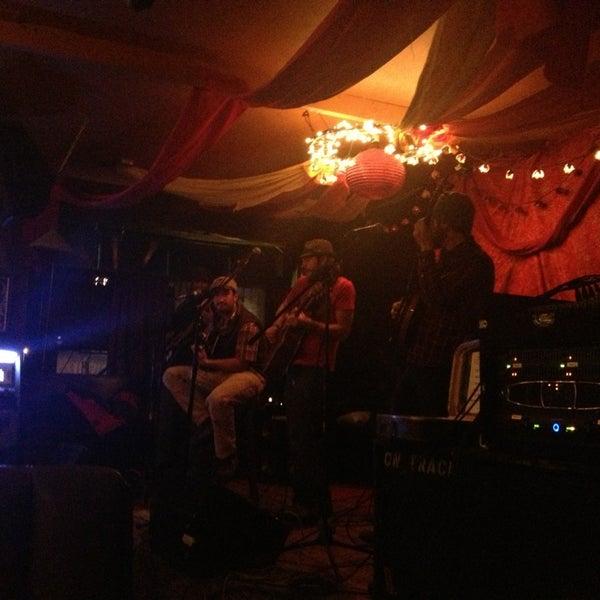 Foto tirada no(a) The Green Room por Risa . em 12/29/2012