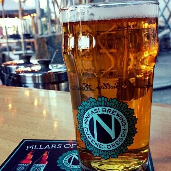 รูปภาพถ่ายที่ Ninkasi Brewing Tasting Room โดย Jee S. เมื่อ 12/31/2014