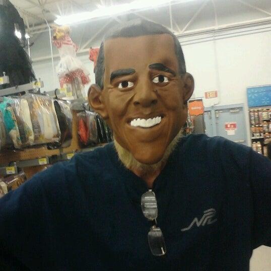 Das Foto wurde bei Walmart von Kathy M. am 10/11/2012 aufgenommen