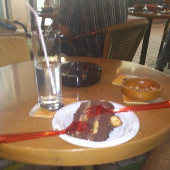 Foto tirada no(a) Deep Blue Bar por S Serhan D. em 10/4/2012