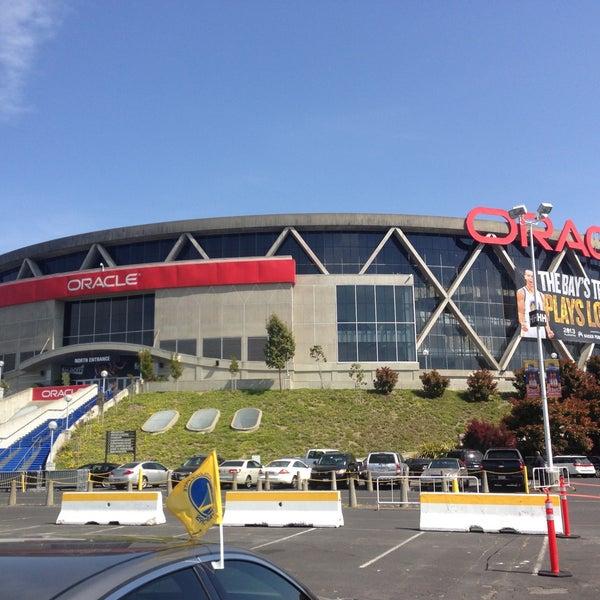 รูปภาพถ่ายที่ Oakland Arena โดย Gilbert H. เมื่อ 4/28/2013