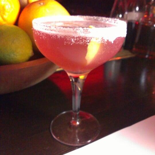 รูปภาพถ่ายที่ Oola Restaurant & Bar โดย Skyler เมื่อ 12/7/2012
