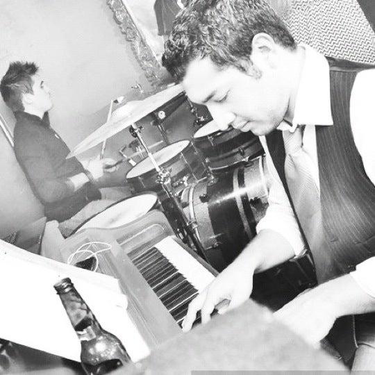 รูปภาพถ่ายที่ Opera Teatro Bar โดย Gerardo R. เมื่อ 9/28/2012