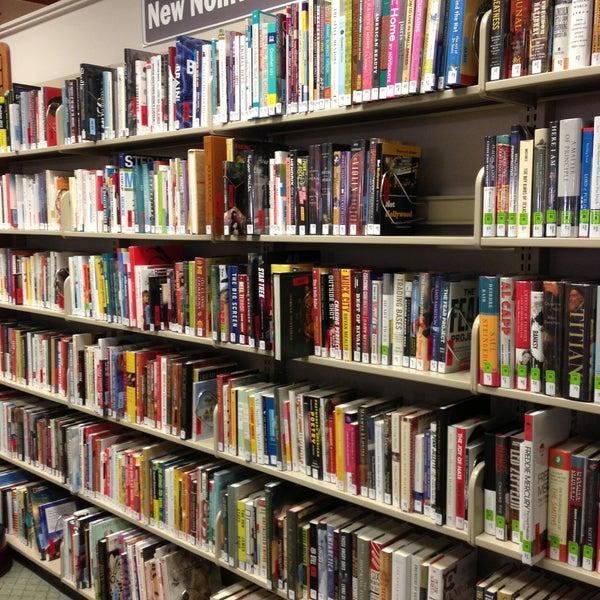 Foto tirada no(a) Geneva Public Library District por Ellen A. em 5/14/2013