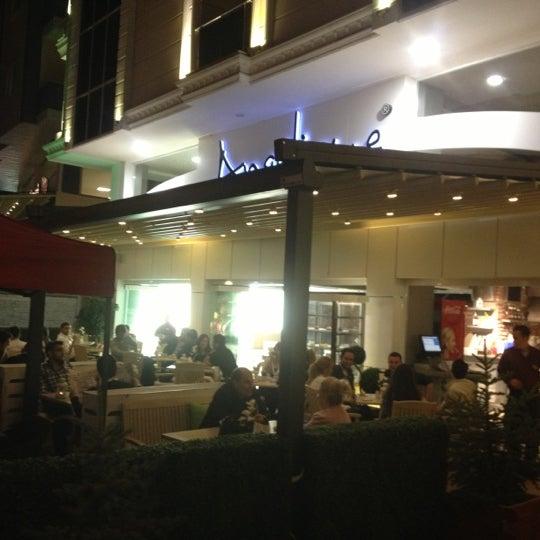 Foto tomada en Del Moon Coffee & Food & Hookah por ! sametiano el 10/13/2012
