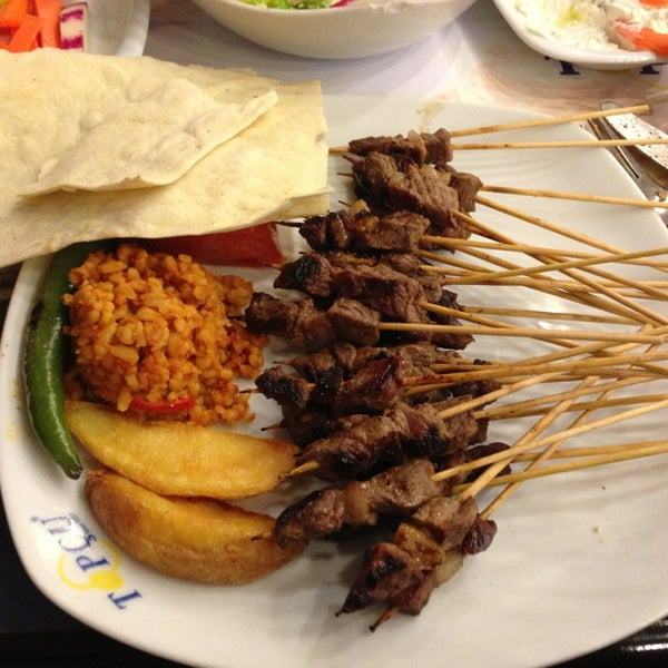 Foto diambil di Topçu Restaurant oleh Fatih K. pada 3/4/2013