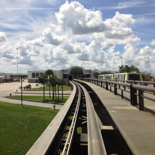 Foto tirada no(a) Aeroporto Internacional de Orlando (MCO) por Katrina K. em 10/8/2012