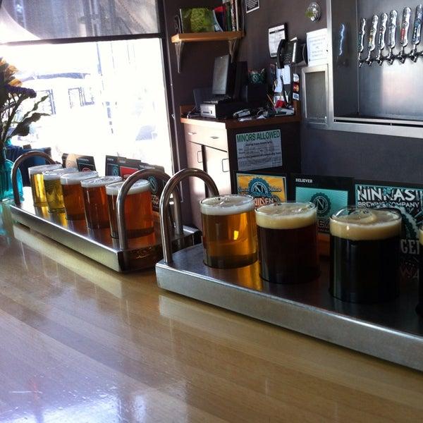 รูปภาพถ่ายที่ Ninkasi Brewing Tasting Room โดย Jason R. เมื่อ 7/28/2013