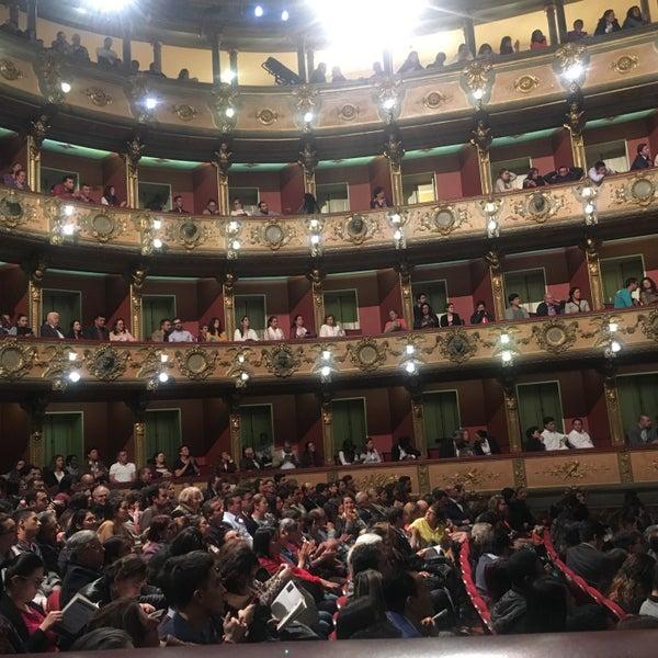 Das Foto wurde bei Teatro Colón von Karen G. am 5/4/2018 aufgenommen