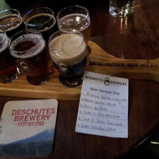 Foto scattata a Deschutes Brewery Portland Public House da Debra il 1/4/2013