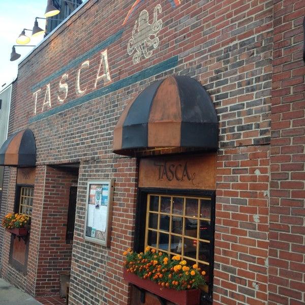 Foto scattata a Tasca Spanish Tapas Restaurant & Bar da Nathan I. il 8/25/2013
