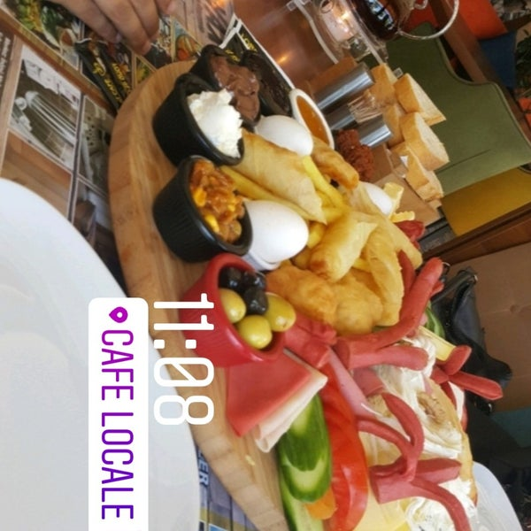 Photo prise au Cafe Locale İstanbul par BORA T. le8/16/2018