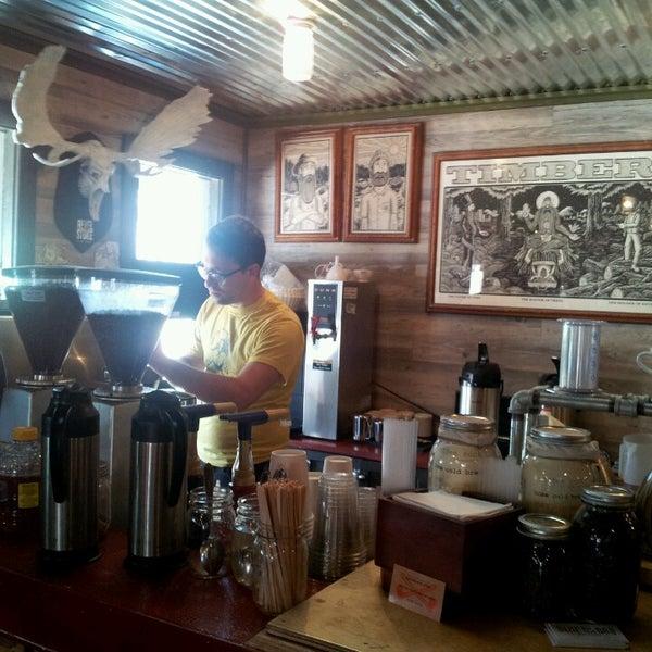 Das Foto wurde bei Buzzmill Coffee von Alachia Q. am 4/5/2013 aufgenommen