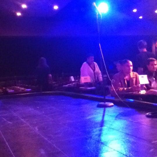 Photo prise au Stand Up Live par Lauren L. le11/4/2012