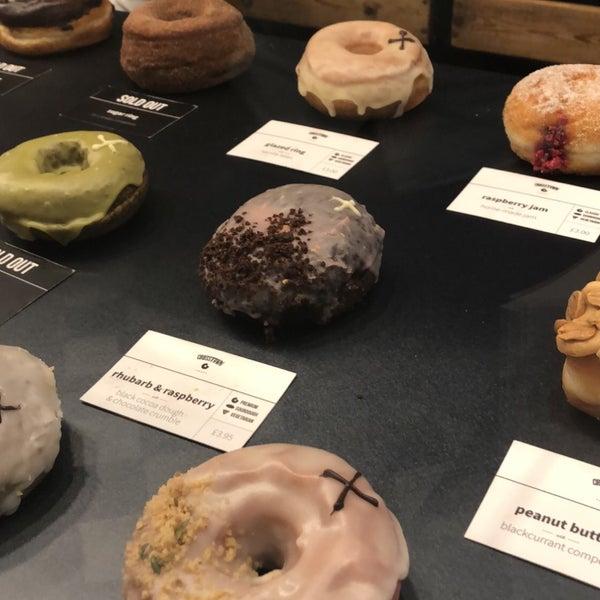 Foto diambil di Crosstown Doughnuts & Coffee oleh H pada 8/7/2018