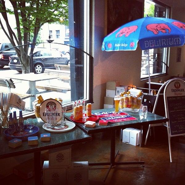Foto diambil di Subeez Cafe Restaurant Bar oleh Ryan S. pada 6/27/2013