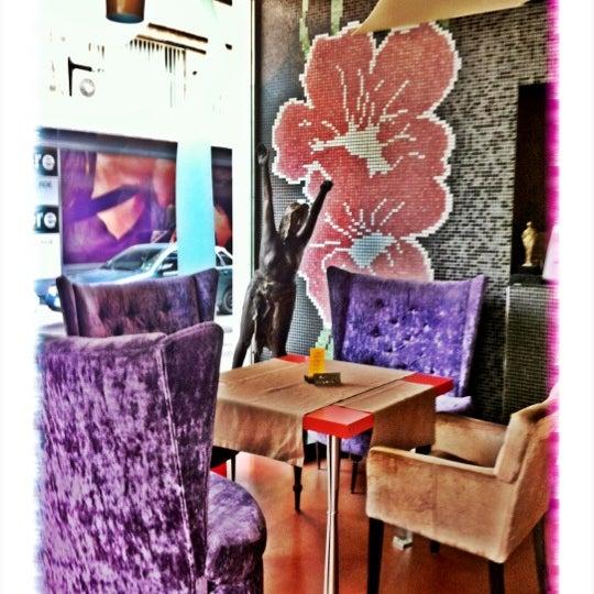 Foto diambil di Les Fleurs Boutique Hotel oleh Анна С. pada 11/4/2012